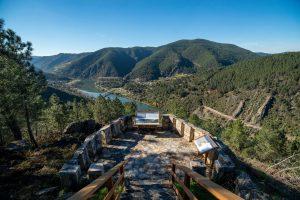 Un dos miradores desde o que contemplar a paisaxe e a riqueza xeolóxica do Xeoparque