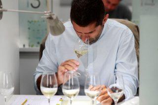 Como xestionar o osíxeno na adega para incrementar a calidade dos viños?