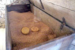 Queixos da nabiza no arcón do cereal