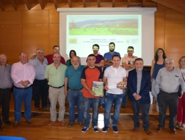 Amaro López, un ganadero de Baleira, recibe el premio ION-SGPF al mejor cierre eléctrico