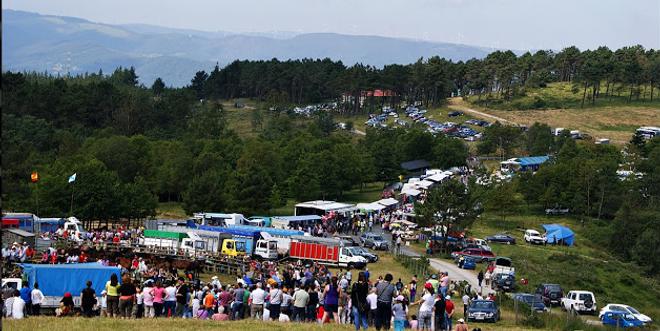 A rapa de Candaoso, nos montes de Buio e Lerín, está declarada de Interese Turístico e acolle a numeroso público