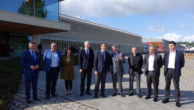 Imaxe de grupo da visita institucional hoxe a Finsa.