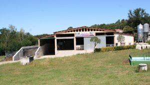 Vista das instalacións da gandería.