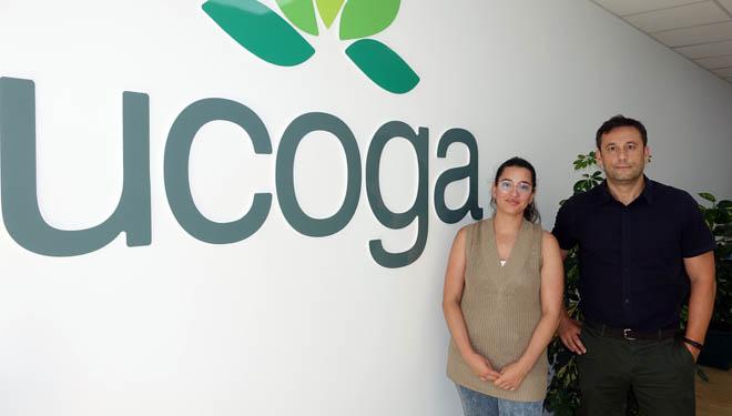 Marina López y Alberto Fafián gestionan la oficina de Sarria.