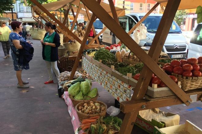 O Mercado dos Domingos de Ribadeo ten lugar no entorno da Praza de Abastos