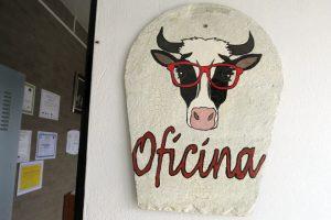 Rocío é afeccionada á pintura e decorou a explotación con debuxos de vacas