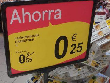 Denuncian que Carrefour vende la leche a 0,25 euros el litro