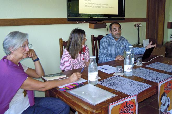 Alberto Saco, durante a súa intervención na mesa redonda sobre os maiores no rural no Son d'Aldea