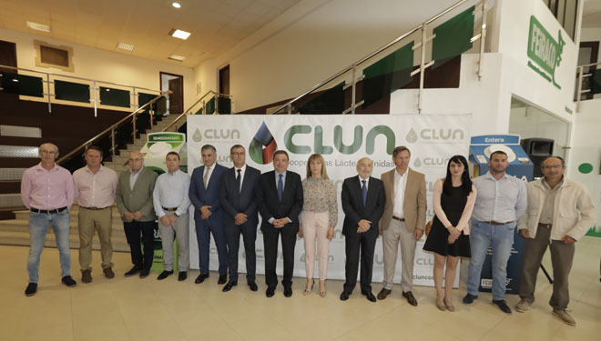 Visita do ministro a Clun, onde se reuniu coa xunta rectora, co grupo Mulleres de Seu e co novo director xeral da cooperativa.
