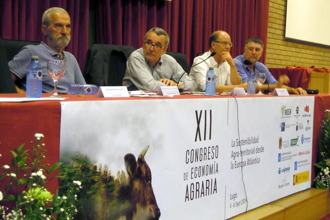 Mesa redonda sobre os retos do sector lácteo con expertos galegos e franceses no XII Congreso de Economía Agraria celebrado en Lugo