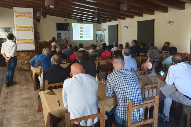 Más de 50 asistentes en Paradela a la jornada sobre el Plan Kaliber de De Heus