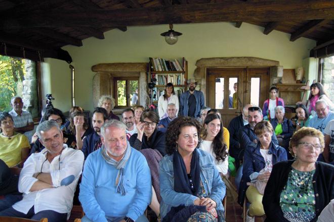 Público asistente á primeira xornada do Son d'Aldea no Parladoiro de Arqueixal en Santiago de Albá