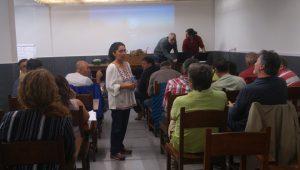 A investigadora Sandra Rojas, durante a sesión sobre Vespa velutina celebrada no CFEA de Lourizán.