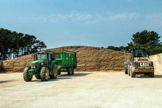Agropres non emprega silo de herba na mestura húmida que sirve, polo que a maioría das 900 hectáreas que xestiona quedan baleiras trala recollida do millo