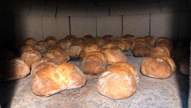 Pan-en el-horno-Casa-Naveira-