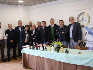 O aceite de oliva galego xa conta cun selo que garante a súa orixe