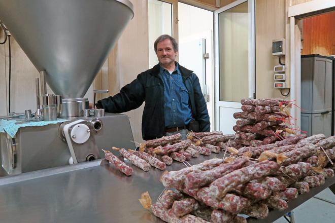Jorge Valcárcel, nas instalacións onde elaboran os seus produtos