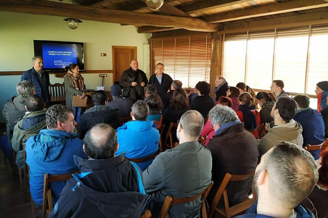 Os expertos procedentes de distintos países coñecendo o proxecto de Arqueixal