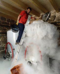 Ás veces tamén opta por empregar outros recursos máis recentes, como a neve carbónica, para conseguir baixarlle a temperatura e a maceración.