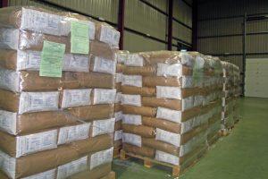 Mercancía paletizada lista para enviar a China