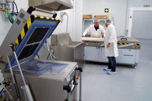 Disponen de instalaciones para el procesado y envasado de la carne