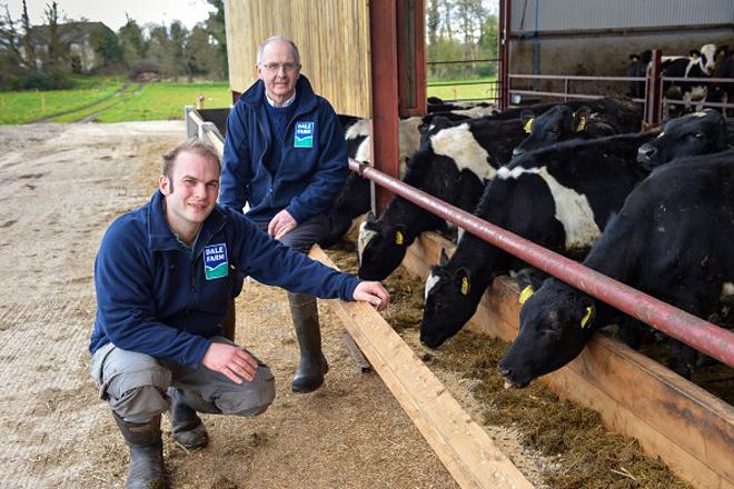 Hugh Harbison, terceira xeración que atende a granxa familiar con 160 cabezas en Aghadowey, xunto ao seu pai