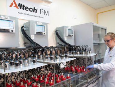 Inaugurado o novo laboratorio Alltech IFMTM, para avaliar a dixestibilidade das racións de ruminantes en Europa