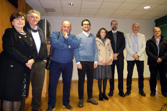 Adrián, xunto a membros do CIAM e do tribunal que avaliou a súa tese