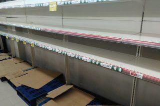 Sección de leche de un supermercado vacía este fin de semana.