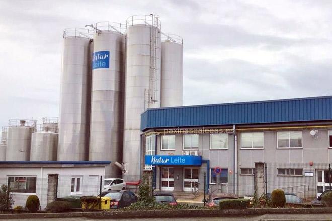A industria láctea aumenta a produción para garantir o suministro aos supermercados