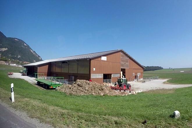 O establo, construído fai 10 anos, é de madeira e ten capacidade para 155 vacas