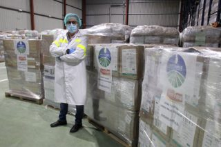 Oviganic doa 30.000 mascarillas e 30.000 pares de guantes ó Hospital de Monforte