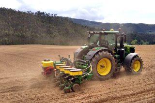 A inestabilidade do tempo retrasa a sementeira do millo na maior parte de Galicia