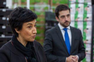 A ministra lusa de Agricultura durante unha visita a unha empresa hortofrutícola. / Arquivo.