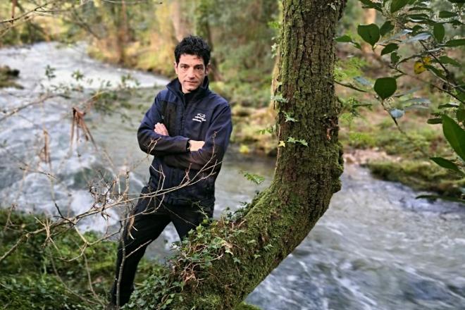 Eloi Rodríguez. Garda Fluvial de Augas de Galicia nunha das zonas de dinamización dos bosques de ribeira.