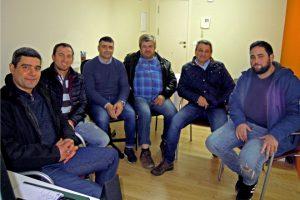 Roberto López, primeiro pola esquerda, acompañado doutros membros da Xunta Directiva de Agromuralla