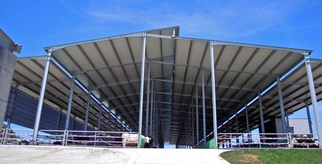 A estrutura foi construida con ferro galvanizado e é totalmente aberta