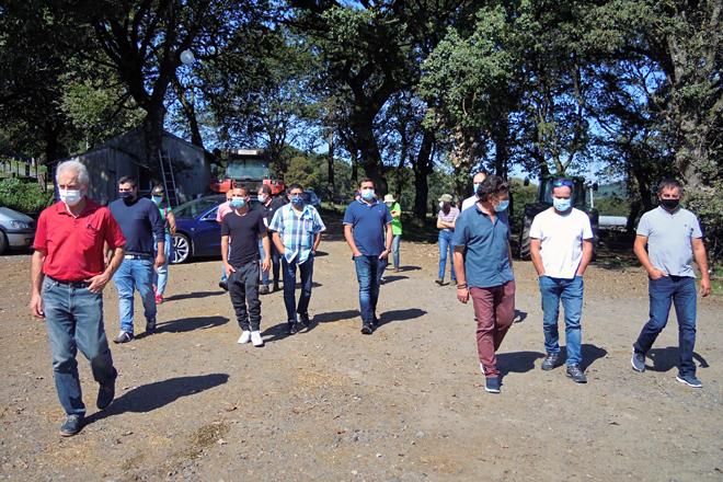 Asistentes ás xornadas sobre a pegada de carbono das explotacións en ecolóxico durante a visita á Cooperativa Burgo do Negral de Friol