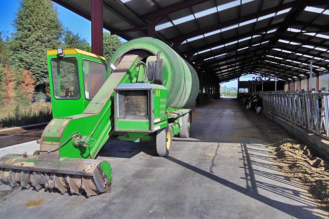 Dispoñen de carro mesturador propio, co que elaboran dúas veces ao día a ración das vacas en produción