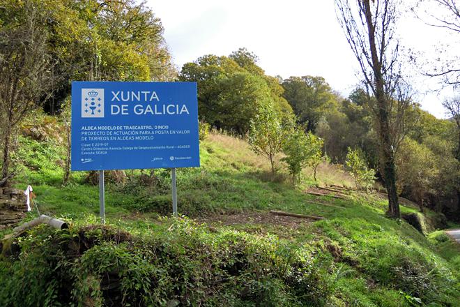 A aldea modelo exténdese pola parte baixa de Trascastro, cara ao río. Pola parte de arriba xa pacen as vacas de José desde o 2011