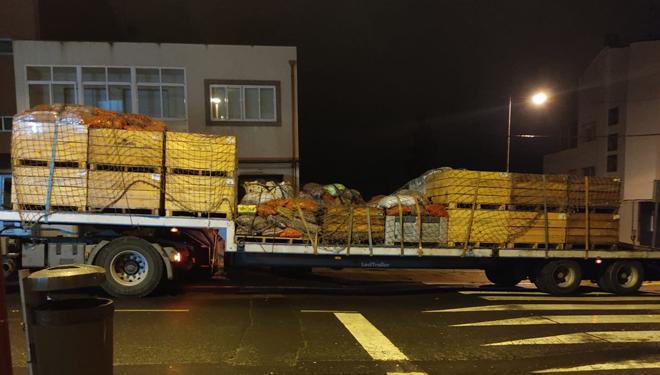 En plena campaña, neste almacén do centro de Lalín envían uns 13.000 quilos de castaña ó día para distintas fábricas tanto galegas como de Portugal.