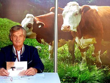 """""""A Fleckvieh é máis rendible e con menor impacto ambiental que outras razas leiteiras"""""""