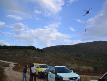 Portugal aprende de Galicia como empregar o helimulching para protexer o solo tras un incendio