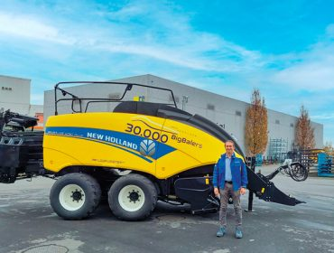 New Holland acada as 30.000 empacadoras xigantes fabricadas