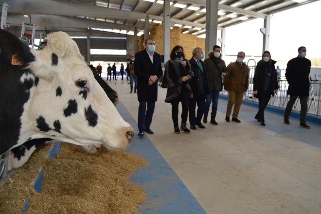 Inaugurado en Lugo o primeiro centro público experimental  de Galicia de formación e investigación do sector lácteo