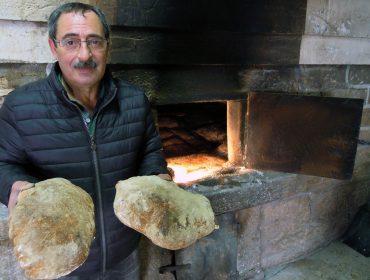 """""""O 40% da fariña que usamos en cada fornada é de trigo do país"""""""