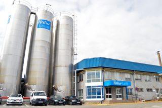 Dúas industrias lácteas anuncian subas nos prezos do leite para compensar o aumento dos custos de produción