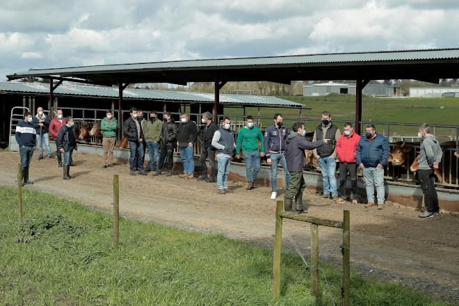 Fecha: 12-03-2021.- Curso a ganaderos-Rubia-Gallega en la Granja Gayoso en Castro de Rei, Lugo.