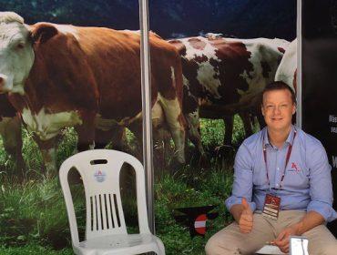"""""""Queremos que as vacas de Fleckvieh sigan alcanzando até 12 lactacións e producións de 10000 litros"""""""