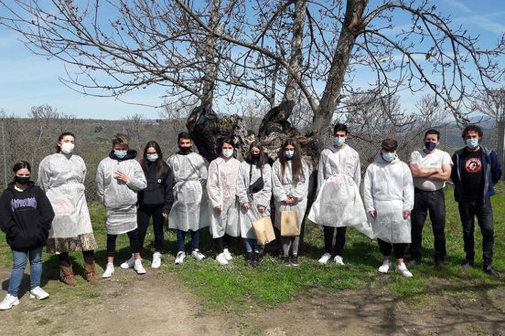 Visita das alumnas e alumnos do IES do Ribeiro ás instalacións de Amarelante para coñecer o seu proxecto